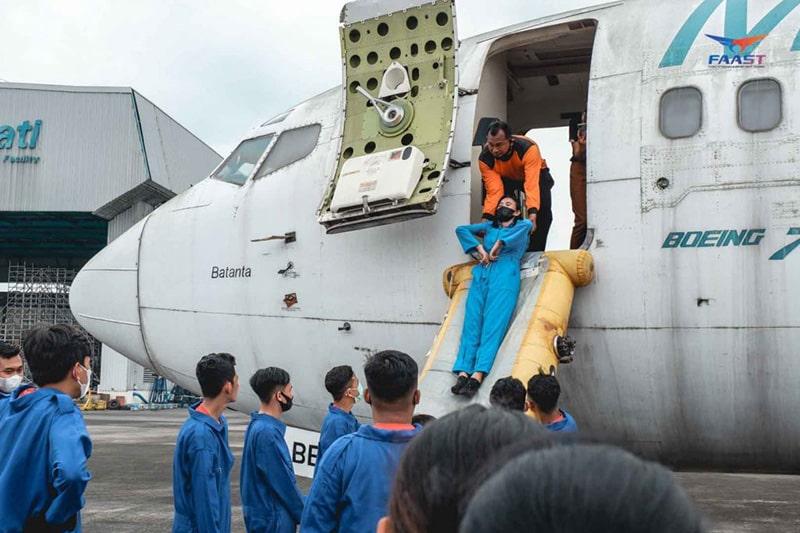 Emergency Drill Siswa Siswi FAAST Penerbangan Angkatan November 2020