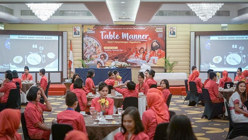 Table Manner Sekolah Pramugari FAAST Penerbangan Juni 2021